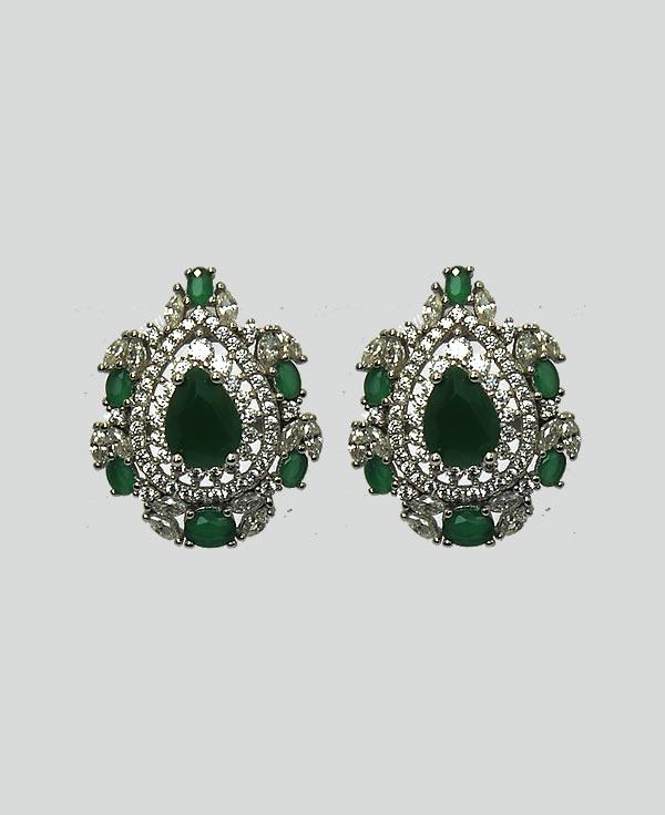 04c9f33f5cb36 Brinco em Prata 925 com microzirconias e esmeraldas – Flávia Cury